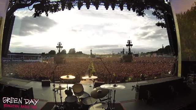 "Watch As This Crowd Of 65,000 Sings ""Bohemian Rhapsody"" Perfectly In Unison"