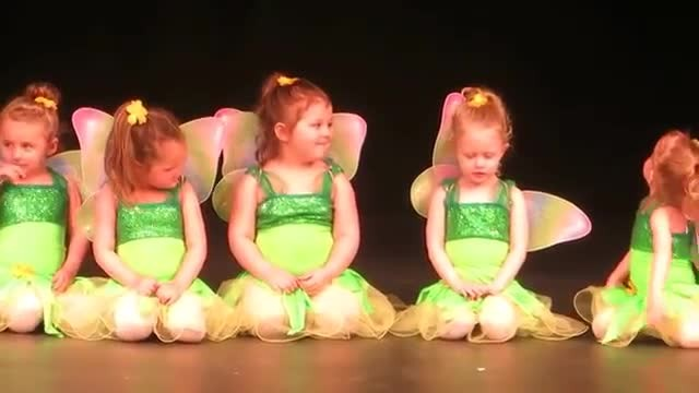 Little dancers forget choreography during performance and the audience is roaring with laughter