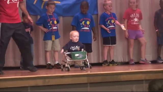 11-Yr-Old With Dwarfism Busts Out Epic Hip-Hop Moves & The Crowd Goes Nuts
