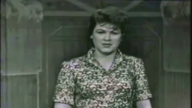 Old-Fashioned Footage Shows Patsy Cline Yodeling The Classic 'San Antonio Rose'