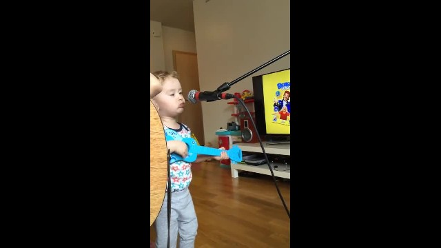 Ed Sheeran cover - Thinking Out Loud - Daniel Breki 2 year old and Heidar Ingi