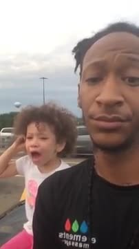 Hilarious video shows dad's reaction after getting tired of his two-year-old's tantrum 2