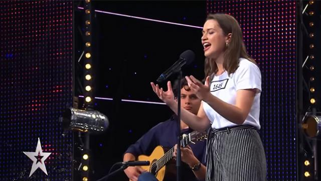 Young woman leaves talent show judges speechless with amazing vocals