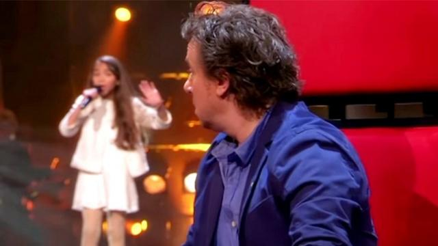 Young girl sings 80-year-old song so flawlessly judges forced