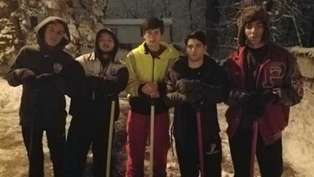 High schoolers shovel driveway at 430 am for neighbor who needed