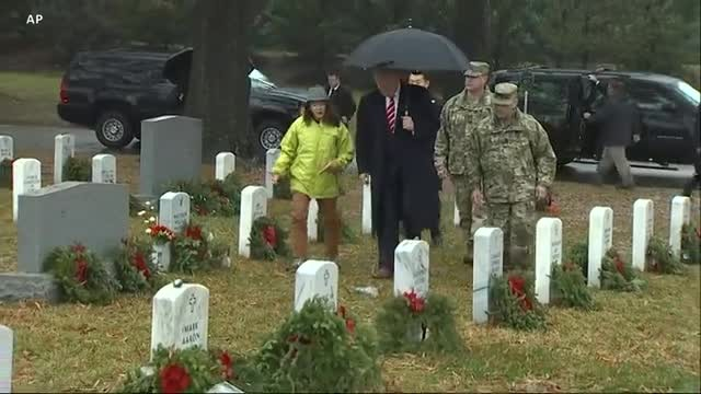 Thousands Volunteer to Lay Wreaths at Arlington Cemetery