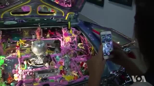 Exhibition Merges Custom Cars with Underground Art Culture