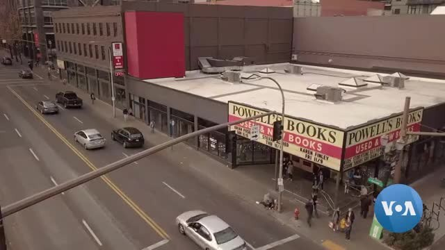 Massive Bookstore in Portland Thrives in Age of E-Books