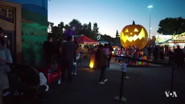Los Angeles Marks American Tradition with 'Pumpkin Nights'