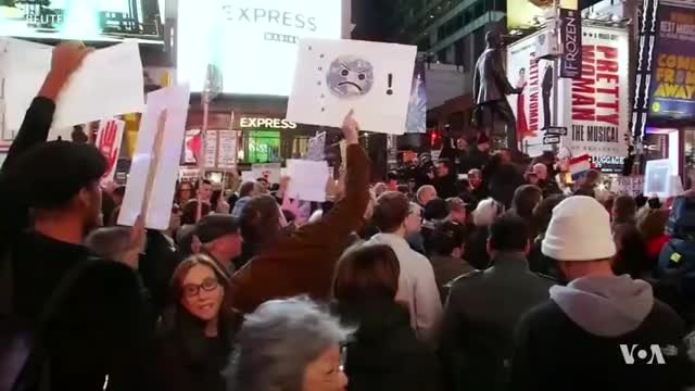 Protesters say 'Hands Off Mueller'